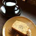 百春 - コーヒー(エチオピア ベレカG1)、バナナとハチミツのパウンドケーキ