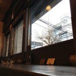百春 - 窓際の席から