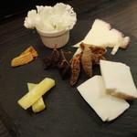 湘南ファーム - バラエティー溢れる国産チーズ盛り合わせ
