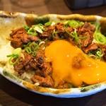 ステーキ倶楽部 BECO - BECO丼(肉ふりかけ&生卵)
