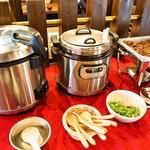 ステーキ倶楽部 BECO - ランチの食べ放題(ご飯、カレー、肉ふりかけ)