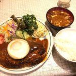 キッチン ダイシン - ハンバーグステーキ 840円、定食(ライス、みそ汁、お漬物) 630円