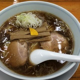 中華そば専門店 勝や - 料理写真:中華麺(ハーフ、チャーシュー) 830円