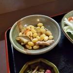 季節料理 大路 - ランチ定食の小鉢「煮豆」