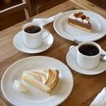 イイジマ コーヒー - レモンパイセット¥1100 チョコムースタルトセット¥1200