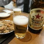 ギョウザマニア - お通しザーサイと瓶ビール