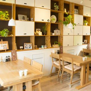 カフェのような明るい店内