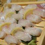ジャンボ釣船 つり吉 - 一面の…寿司