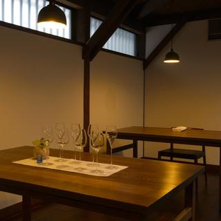 撚糸工場をリノベーションした温かみのあるモダンな空間