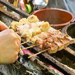 居酒屋よっちゃん - 【大山鶏・備長炭使用】備長炭炭火で焼く串焼きは、香ばしくお酒のお供にぴったり♪