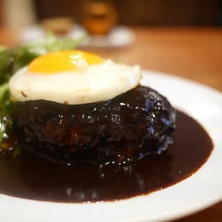 レストラン・サカキ - 料理写真:ハンバーグ デミグラスソース 目玉焼きトッピング