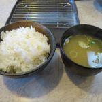 天ぷら倶楽部 - ライスと味噌汁