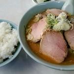中華八番 - 料理写真:味噌チャーシュー麺900円とライス200円!