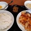 景珍酒家 - 料理写真:芝海老とイカのチリソース700円