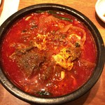 王十里 サランチェ - ランチ:和牛ユッケジャン お肉とろとろの柔らかさ。深い器を掘っても掘ってもお肉。