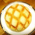 メロン・ド・パーネ - カリカリメロンパン   上がクッキーみたいにサクッと