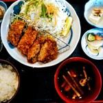 rengaya - 平日ランチ 手こねメンチカツ定食¥1080 キャベツ大盛→無料