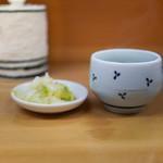 とんかつ山家 - お茶とおしんこ