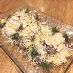 ラーメン&ビストロ ウシオ ウエノイースト - 和牛のタタキ コチュジャンダレのカルパッチョ(780円)