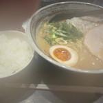 大杉製麺 - 鶏×鶏 濃厚ラーメン+白米、からあげ1個