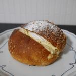手作りパン・洋菓子 アルムの森 - 料理写真:クリームぱん