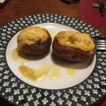 80576584 - スモークサーモンのムースを詰めたブラウンマッシュルームのオーブン焼き