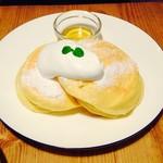 Cafe&Dining Bliss - はちみつとホイップクリームのパンケーキ ¥680