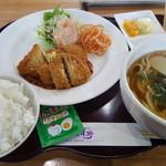 三津野うどん・そば - 料理写真:日替わりランチ うどんで