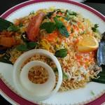 カーン・ケバブ・ビリヤニ - ランチの柔らかラムビリヤニ(ライタ、サラダ、ドリンクつき)