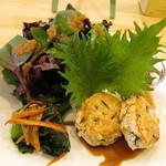 スローフードカフェ ふわり - 鶏と豆腐・ひじきのつくねバーグ はちみつてり焼きソース、人参と小松菜のソテー くるみマスタード和え、産地直送新鮮野菜のサラダ、紫キャベツのマリネ