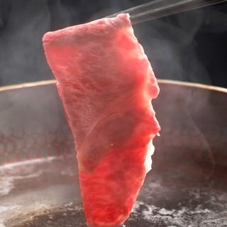 神戸牛しゃぶしゃぶポン酢や胡麻ダレが、肉の旨味を広げます