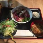 80590085 - とろやのトロマグロ丼 ¥1,000-