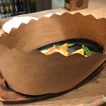 世界のビール博物館 - 特製ソースの香り広がる鉄板ポークチャップ