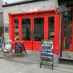 HEIMAT CAFE - 赤で塗られた扉が目印です♪