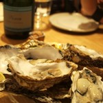 SARU Wine Japan Bistro - 北海道八十士の生牡蠣