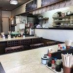 うちの食事の店 - 店内をパシャ 右側は厨房です