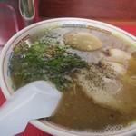 博多だるまラーメンセンター - ラーメン煮玉子入り650円。
