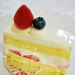 パティスリー キャトル フィユ - 料理写真:イチゴのショートケーキ350円外税