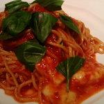カメレオン - トマトとモッツァレラとバジル