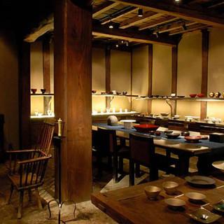 ギャラリーと竹林の臨める茶房を併設した大人の憩いの場
