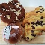 オギノパン - 料理写真:チョコロールデニッシュ、チョコダマンド、丹沢あんぱん(さくら)