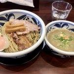 らーめん・つけ麺 吉田商店 - 料理写真:つけ麺(トロコリ肉のせ)900円 大盛り100円