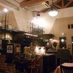 Restaurant あずま屋 - 落ち着いてゆっくりくつろげる店内