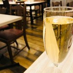 &ecle le bistro - まずは泡で乾杯だ!