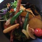 スープカレー食堂 ROCKETS - チキン1/2と、とろとろポークと旬野菜20品目のカレー(レッグ)1250円