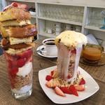 パティスリー カフェ ひかり - 苺のフレンチトーストパフェとブリュレパフェ