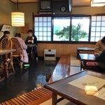 武蔵そば - 客席をパシャ 土曜日の11時半