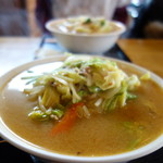 きくすい - 大きなどんぶりに並々スープ
