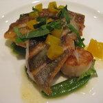 8062398 - 魚料理 イサキ、メバル、帆立、オレンジのソース
