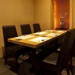 ぬる燗 佐藤 - テーブルタイプの桜の間